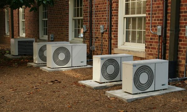 800px-2008-07-11_Air_conditioners_at_UNC-CH